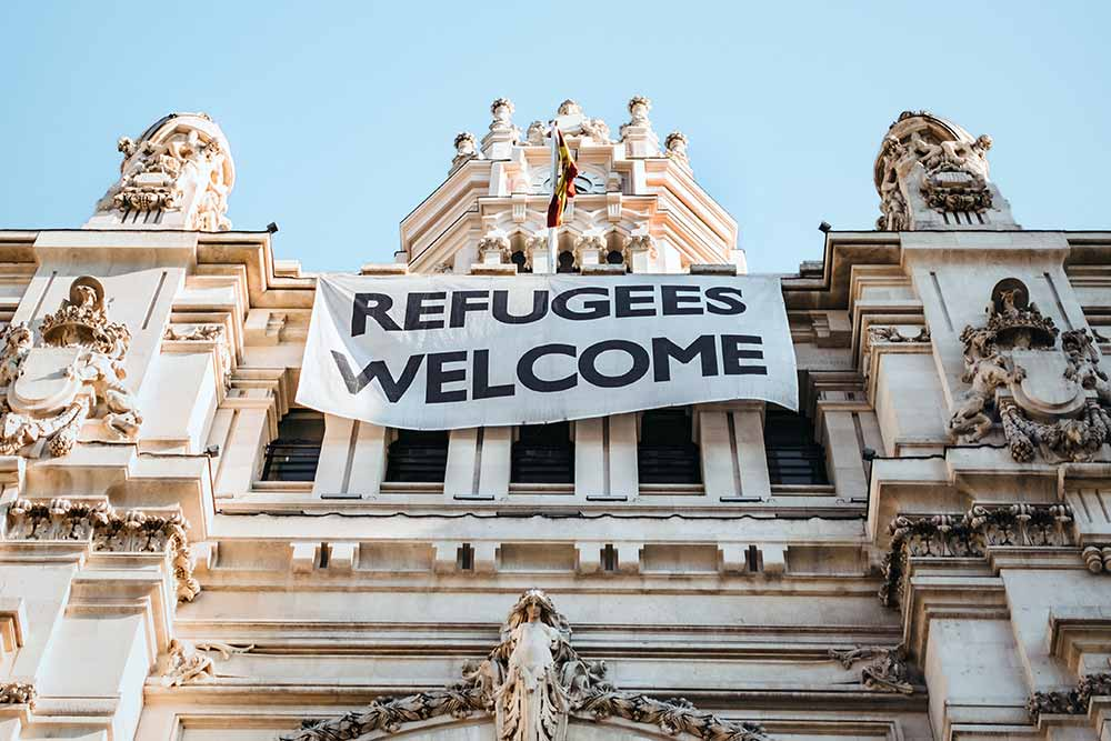 Welcome refugees (Photo by Maria Teneva on Unsplash)